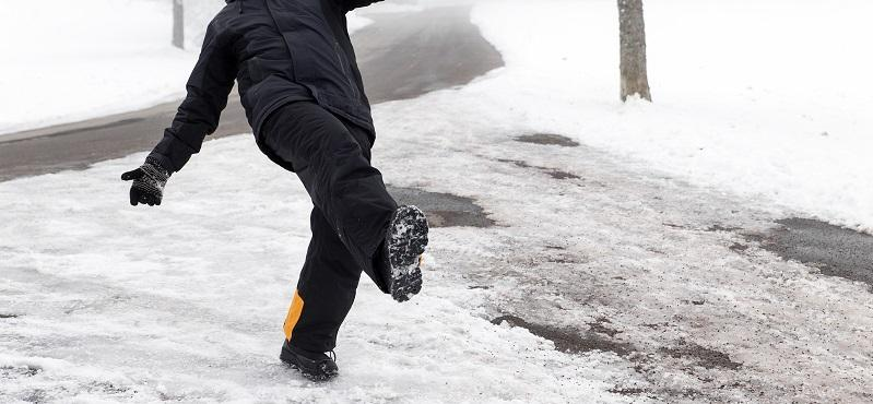 Who is liable for slip and falls due to ice or snow in the state of Illinois?